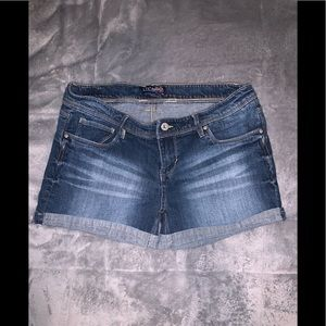 Levi's jeans shorts/who doesn't love their Levi's